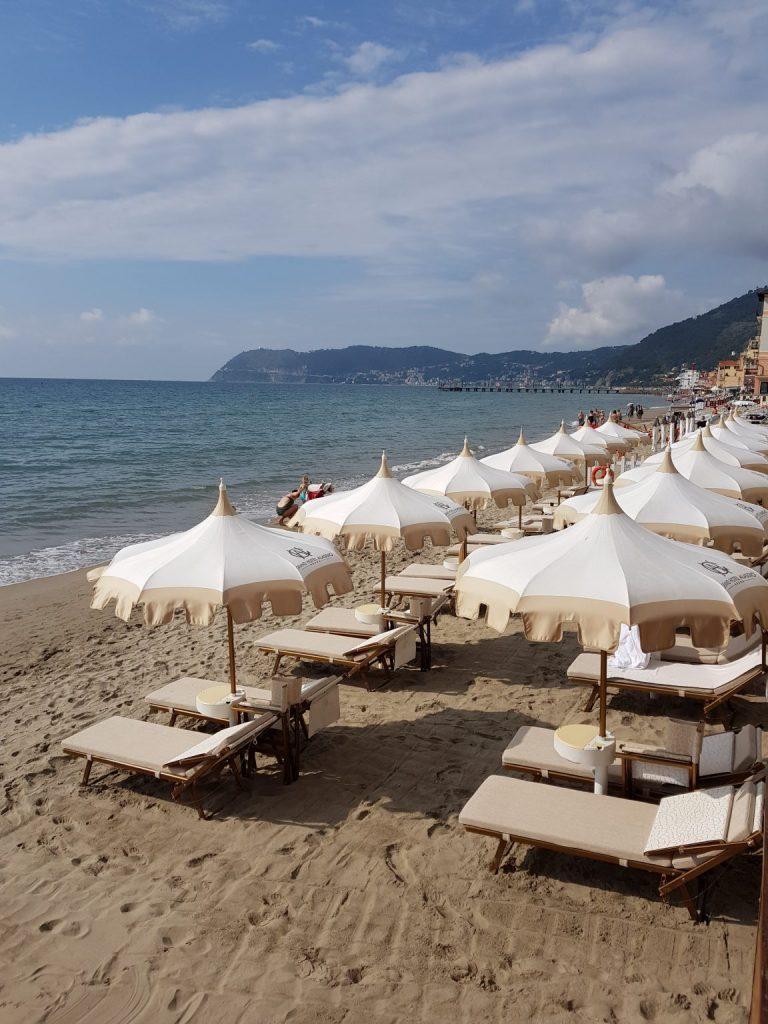privé strand bij Grand Hotel Alassio resort & spa, bloemenrivièra, Ligurië, Italië ****** (vijf sterren strandhotel Alassio, Italiaanse Rivièra) www.alassio.nl