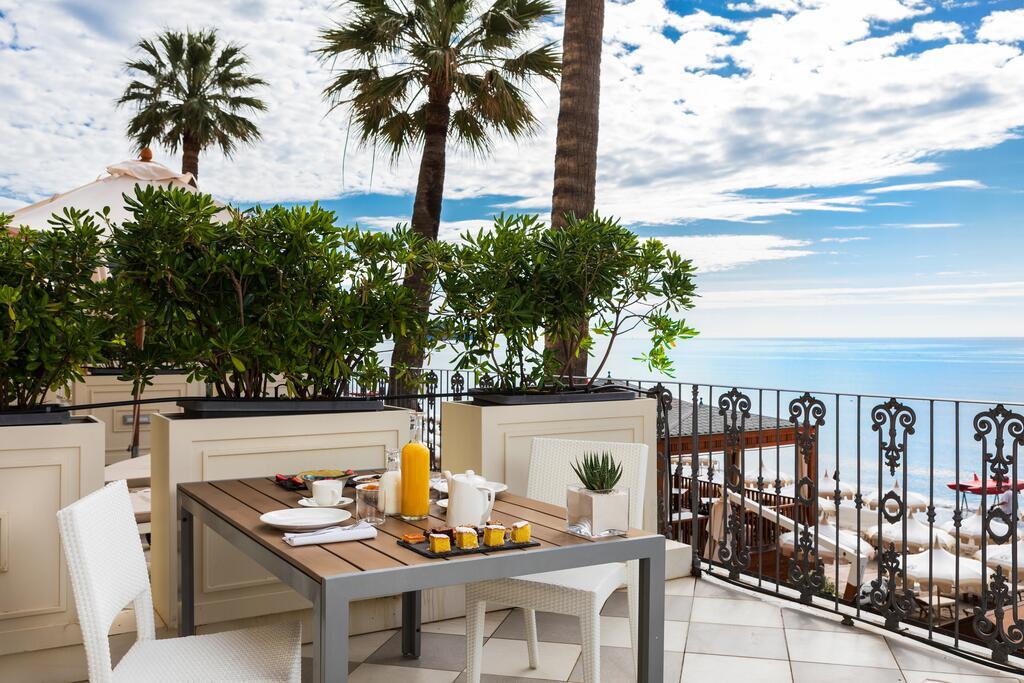 Terras van Grand Hotel Alassio resort & spa, bloemenrivièra, Ligurië, Italië ****** (vijf sterren strandhotel Alassio, Italiaanse Rivièra) www.alassio.nl