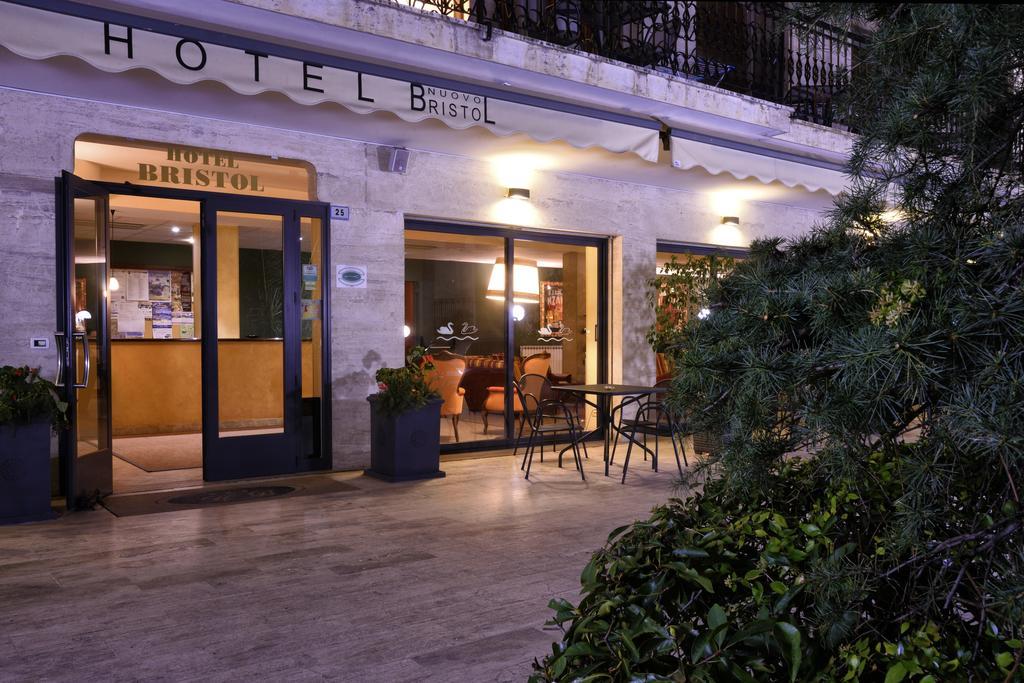 Hotel Bristol, Alassio, Ligurië, bloemenrivièra, Italiaanse Rivièra, Italië www.alassio.nl