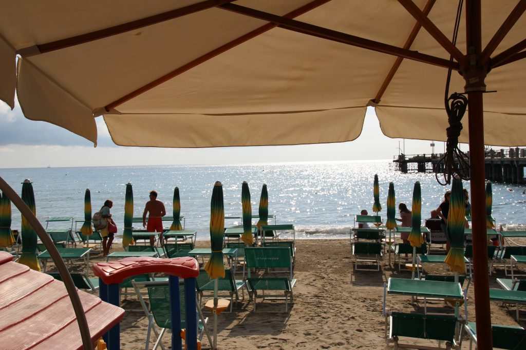 Zandstrand Alassio, Ligurië, Italië