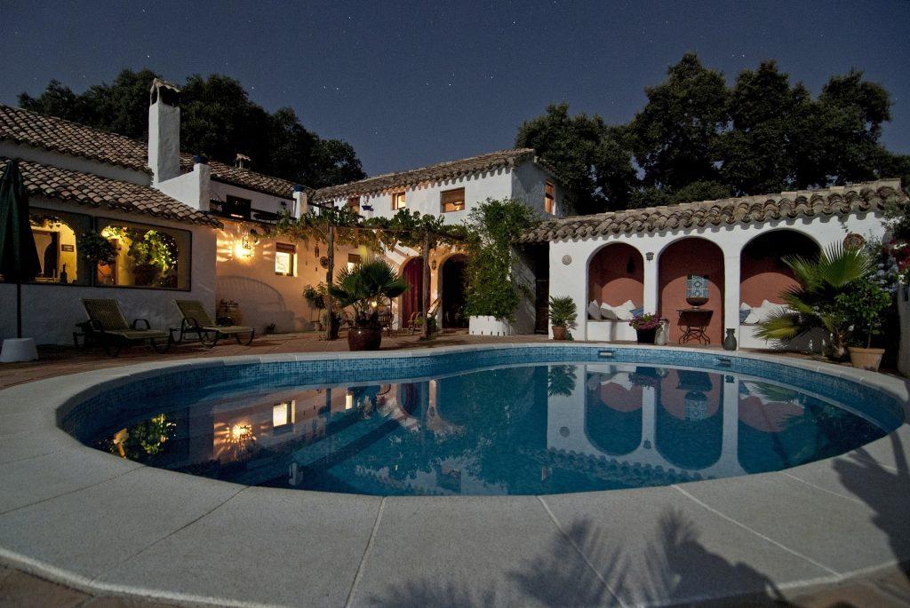 luxe vakantiehuis met zwembad aan de Italiaanse bloemenrivièra, Italië