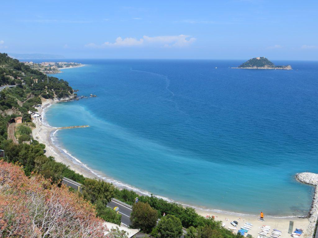 Prachtige zee, natuur en kust bloemenrivièra / Ligurië