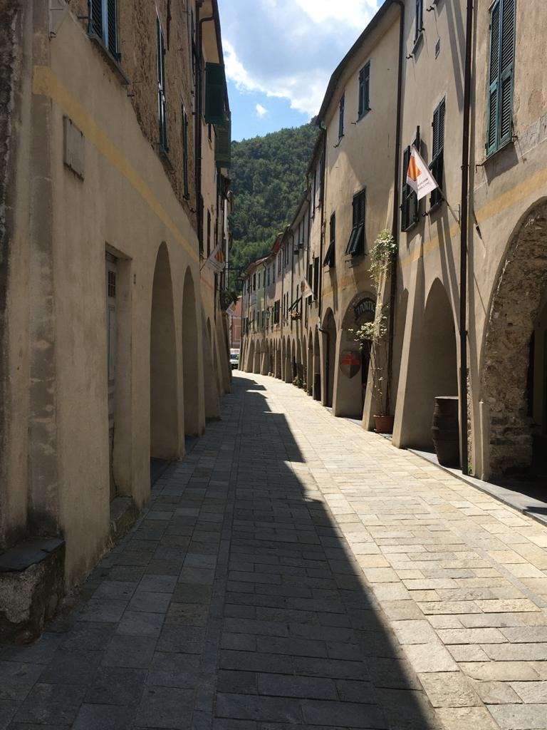 Zuccarello, Ligurië, Italië (Middeleeuwse dorpje in achterland bloemenrivièra